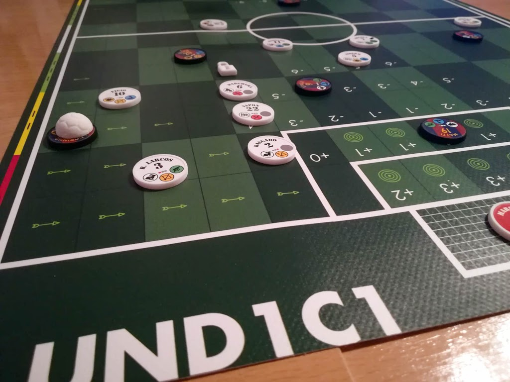 UND1C1 Soccer cross and header