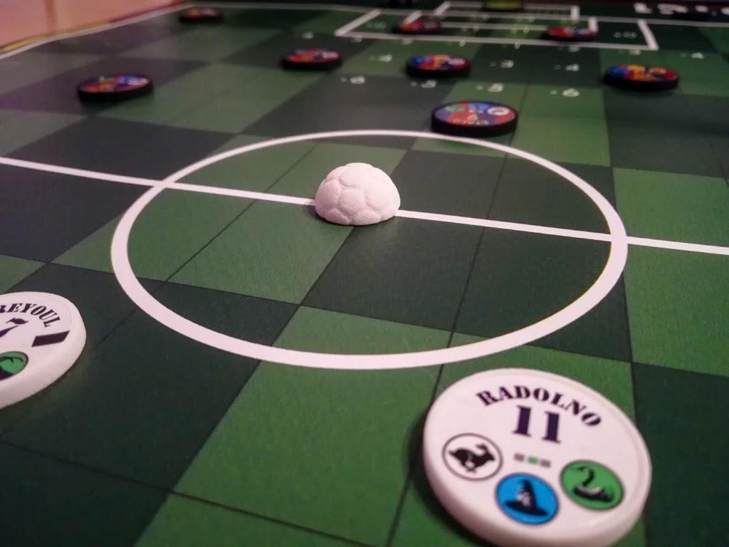 UND1C1 Soccer kick-off